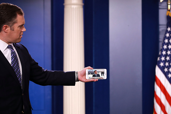 Mobile Phone「Press Secretary Sarah Sanders Holds Daily Briefing At The White House」:写真・画像(4)[壁紙.com]