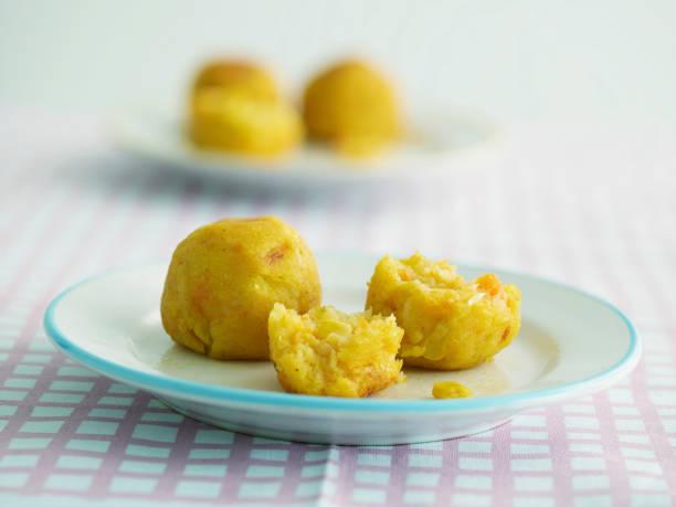 Potato, carrot, and sweetcorn balls:スマホ壁紙(壁紙.com)