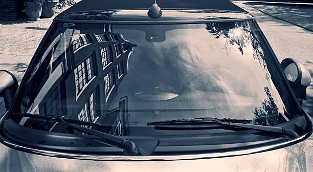 Typically Dutch architecture reflected in a car windscreen:スマホ壁紙(壁紙.com)