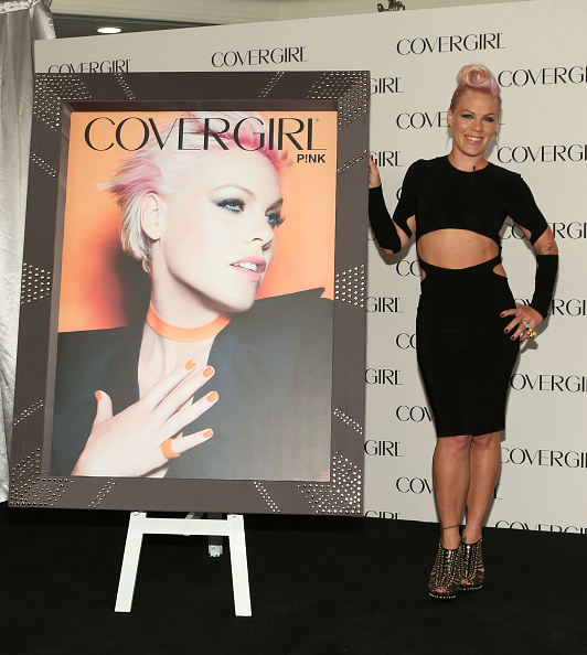Pencil Dress「P!nk Takes On Rocking New Role With COVERGIRL Cosmetics」:写真・画像(8)[壁紙.com]