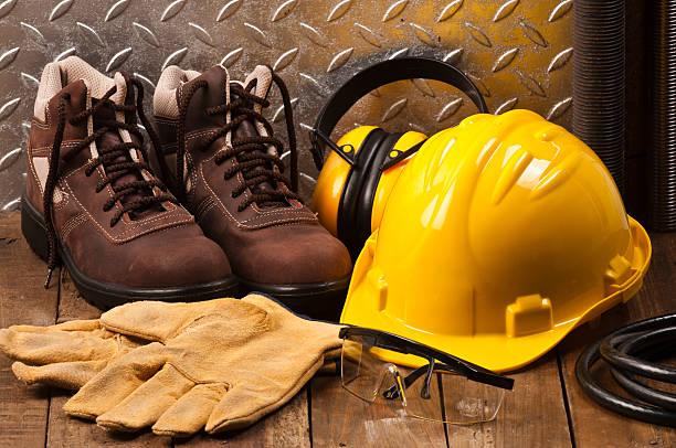Personal protective workwear on work location:スマホ壁紙(壁紙.com)