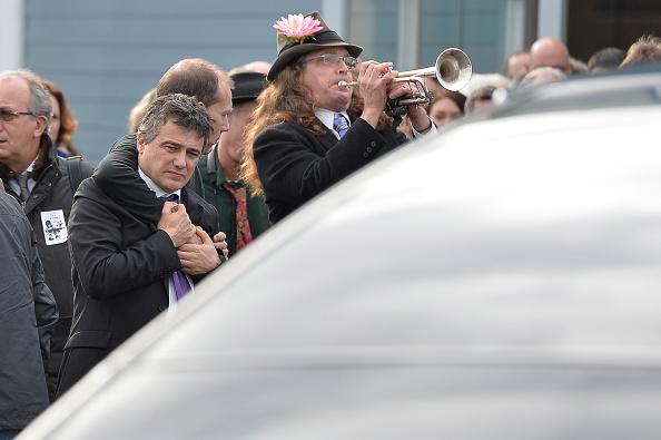 Charlie Hebdo「The Funeral Of Charlie Hebdo Cartoonist And Editor Stephane Charbonnier」:写真・画像(18)[壁紙.com]