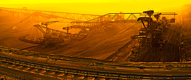 Lignite「Brown coal opencast mining at dusk」:スマホ壁紙(5)