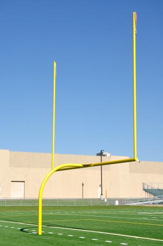 Goal Post「Yellow Goal Posts on American Football Field」:スマホ壁紙(19)
