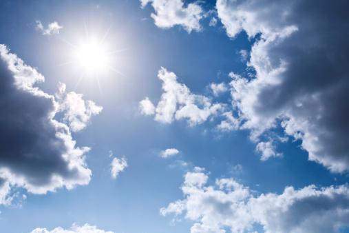 Sunbeam「Shining Sun framed by clouds on a blue sky」:スマホ壁紙(16)
