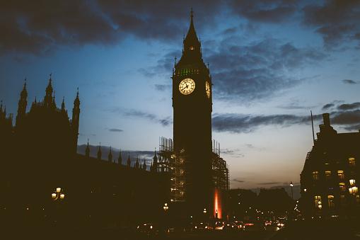 時計「夜ロンドンのビッグ ・ ベン」:スマホ壁紙(7)