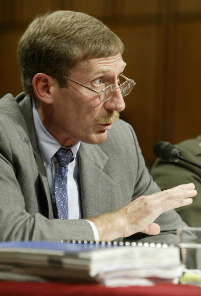 Human Arm「Armed Services Committee Holds Hearing On Iraqi WMD Programs」:写真・画像(14)[壁紙.com]