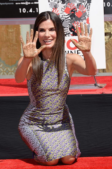 "Hand「Sandra Bullock Immortalized With Hand And Footprint Ceremony At The TCL Chinese Theatre In Celebration Of Her New Film ""Gravity""」:写真・画像(3)[壁紙.com]"