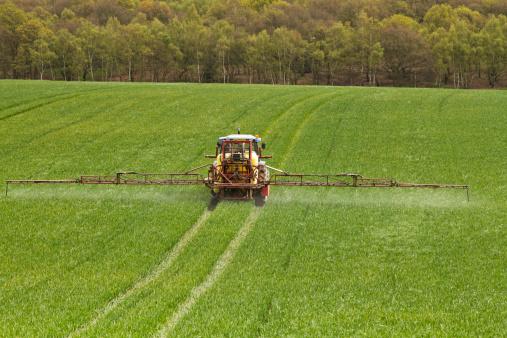 Spraying「farmer crop spraying」:スマホ壁紙(0)