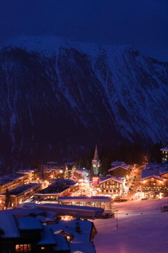 スキー場「France, Haute Savoie, Courchevel, evening, winter, elevated view」:スマホ壁紙(7)