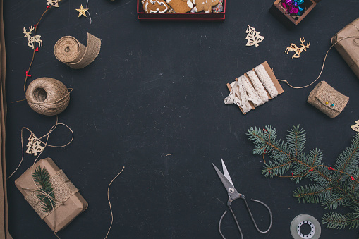 Gingerbread Cookie「Gifts boxes with fir branches on black background top view」:スマホ壁紙(8)