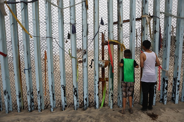 International Border Barrier「Shelters In Border Town Of Tijuana Aids Deportees From The U.S..」:写真・画像(19)[壁紙.com]