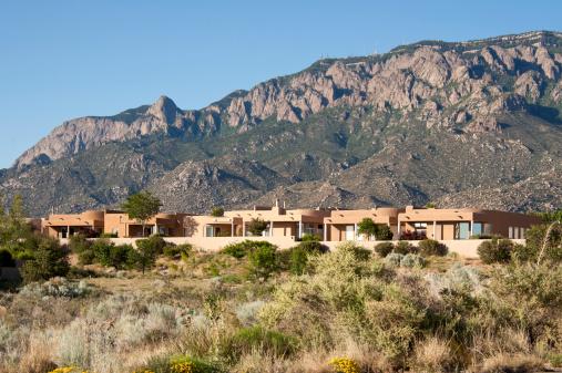 Sagebrush「High Desert Community with Modern Southwest Adobe Houses」:スマホ壁紙(10)