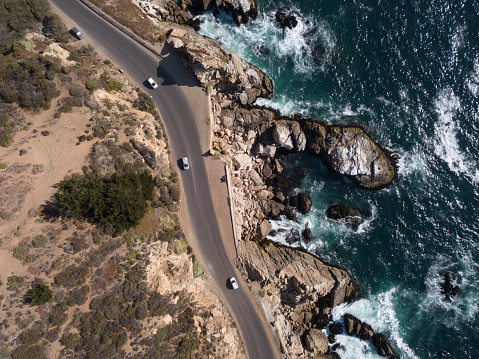 Pacific Ocean「Cliffs containing curvy road with cars」:スマホ壁紙(13)