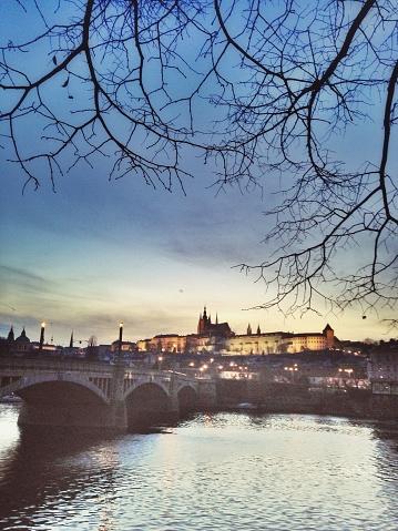 ヴルタヴァ川「Sunset in Prague by  River Vltava, Czech Republic」:スマホ壁紙(14)