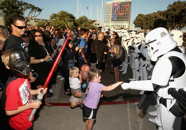 Comic con「Star Wars: The Force Awakens Panel At San Diego Comic Con - Comic-Con International 2015」:写真・画像(18)[壁紙.com]