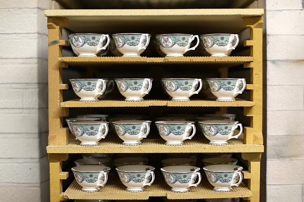 Crockery「The Making Of Commemorative Royal Wedding Crockery」:写真・画像(8)[壁紙.com]