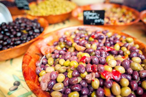 Unrecognizable Person「Olives for sale」:スマホ壁紙(11)