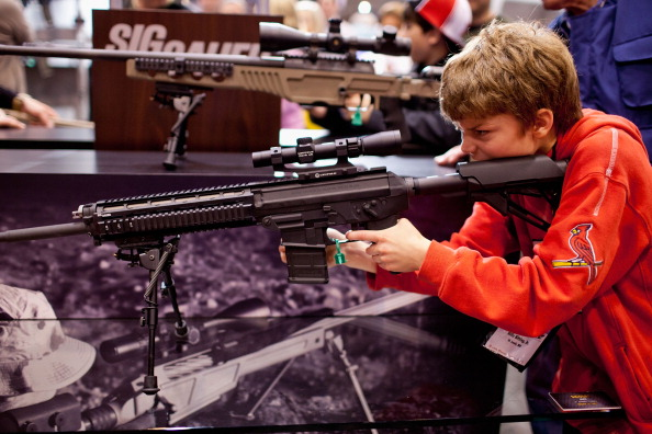 Rifle「National Rifle Association Holds Annual Meeting In St. Louis」:写真・画像(14)[壁紙.com]