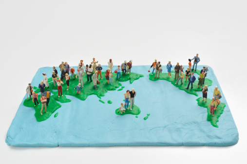 Figurine「The global map made ??from clay on the people」:スマホ壁紙(6)