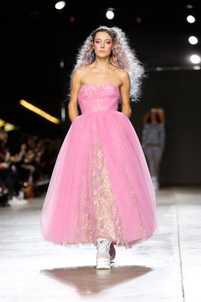 Pink Hair「Ashish: Runway - London Fashion Week AW14」:写真・画像(19)[壁紙.com]