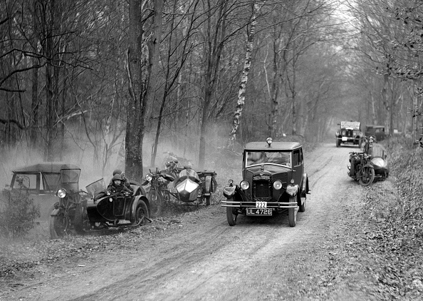 Country Road「Riley Monaco of CD Allen competing in the Sunbeam Motor Car Club Bognor Trial, 1929」:写真・画像(4)[壁紙.com]