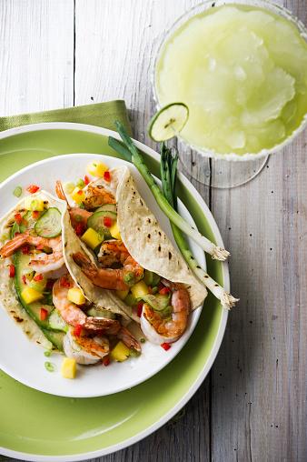 Tortilla - Flatbread「Shrimp tacos and frozen margarita」:スマホ壁紙(18)