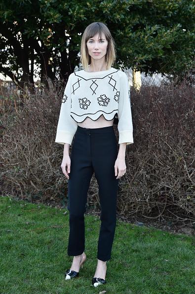 Sweater「Christian Dior : Outside Arrivals - Paris Fashion Week - Haute Couture Spring Summer 2016」:写真・画像(13)[壁紙.com]