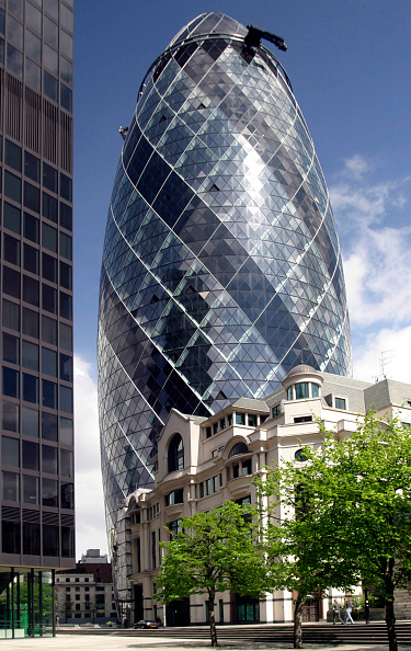 skyscraper「Swiss Re building, The Gherkin, City of London, designed by Norman Foster and Partners」:写真・画像(9)[壁紙.com]