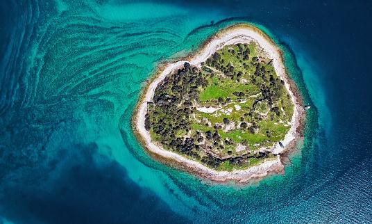 Island「Top aerial view of desert island, Brijuni park, Croatia」:スマホ壁紙(17)