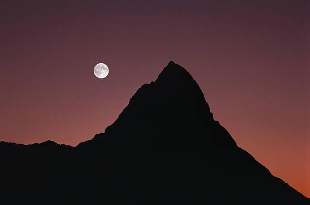 Moonrise over Mitre Peak, dusk (multiple exposure):スマホ壁紙(壁紙.com)