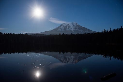 アダムス山「Moonrise over Mount Adams reflected in Takhlakh Lake, Gifford Pinchot National Forest」:スマホ壁紙(17)