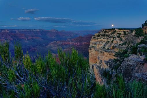 月「Moonrise Over Powell Point」:スマホ壁紙(5)