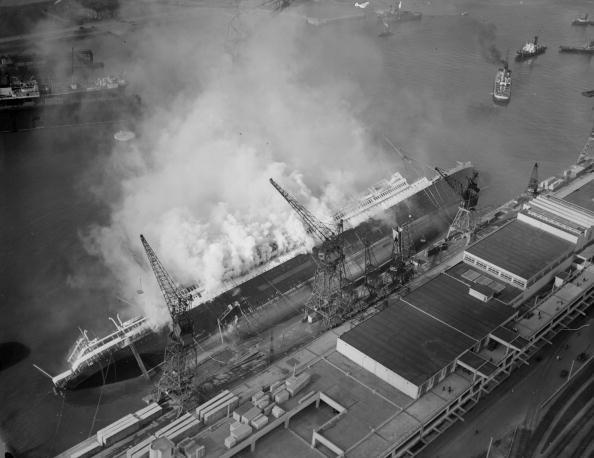 Ile-de-France「Ship Fire」:写真・画像(1)[壁紙.com]