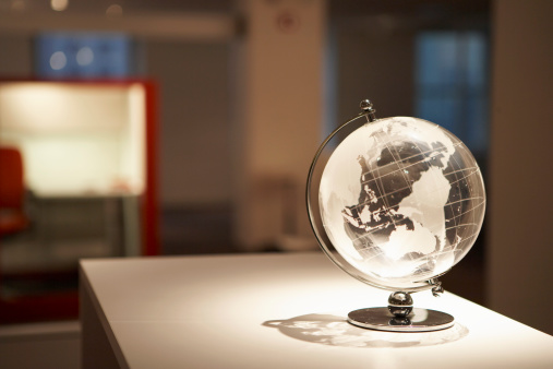 Crystal「Crystal globe on table」:スマホ壁紙(1)