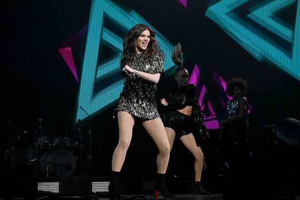 Radio City Music Hall「Charlie Puth And Hailee Steinfeld In Concert - New York City」:写真・画像(8)[壁紙.com]