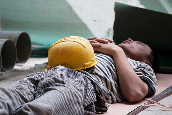 Resting「Chinese construction worker resting on site」:写真・画像(19)[壁紙.com]