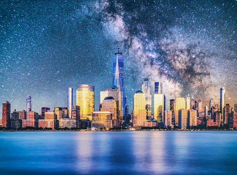 天の川「夜ニューヨーク マンハッタンのダウンタウンのスカイライン天の川反射」:スマホ壁紙(4)