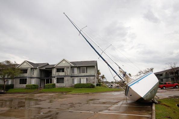Hurricane Ike「Coastal Texas Faces Heavy Damage After Hurricane Ike」:写真・画像(1)[壁紙.com]