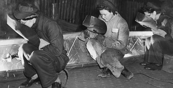 Monochrome「Women Welders」:写真・画像(11)[壁紙.com]