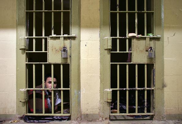 Prisoner「Abu Ghraib Prison Population Nearly Doubles in 2005」:写真・画像(9)[壁紙.com]