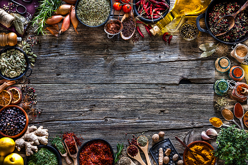 Condiment「Spices and herbs frame shot from above on rustic wooden table」:スマホ壁紙(8)