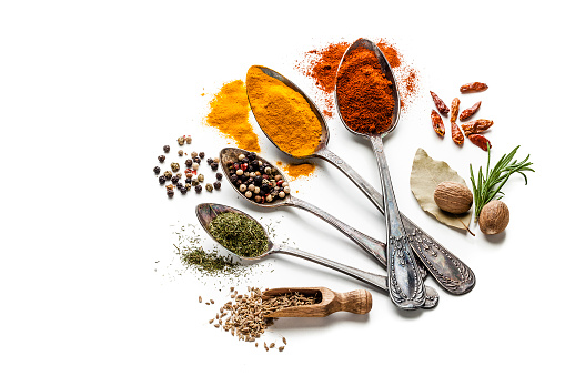 Indian Food「Spices and herbs in old spoons isolated on white background」:スマホ壁紙(8)