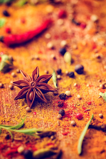 Spice「Spices and Herbs on Wooden Background」:スマホ壁紙(12)