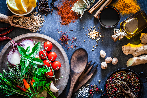 Spice「Spices and herbs on dark kitchen table」:スマホ壁紙(1)