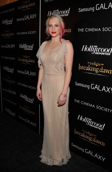 "Nude Colored Dress「The Cinema Society With The Hollywood Reporter And Samsung Galaxy Host A Screening Of ""The Twilight Saga: Breaking Dawn Part 2"" - Arrivals」:写真・画像(3)[壁紙.com]"
