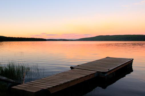 Pier「Scenic lake and dock at sunset」:スマホ壁紙(9)