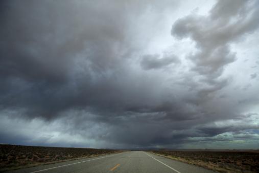 雲「Highway leading through the desert.」:スマホ壁紙(18)