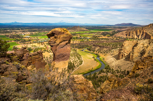 Basalt「Monkey Face in Smith Rock State park」:スマホ壁紙(15)