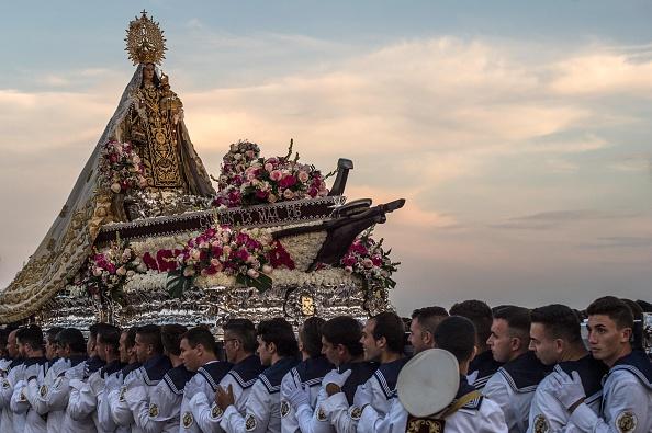 兄弟「Virgen Del Carmen Procession in Malaga」:写真・画像(14)[壁紙.com]